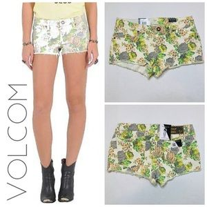 NWT Volcom High Voltage floral jean shorts 9 8
